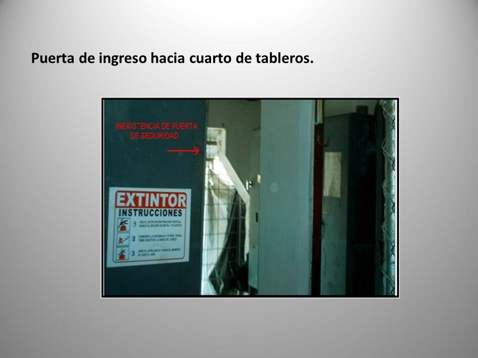 Puerta de ingreso hacia cuarto de tableros.