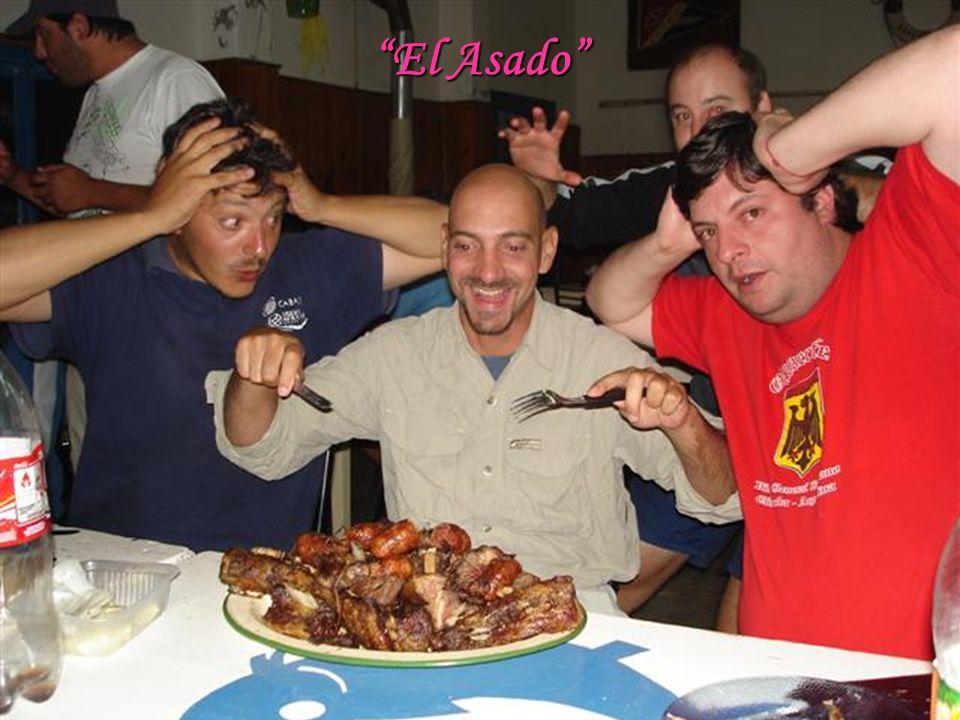 El Asado Así como el mate, es una típica costumbre de Argentina.