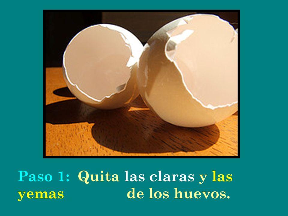 Paso 1: Quita las claras y las yemas de los huevos.