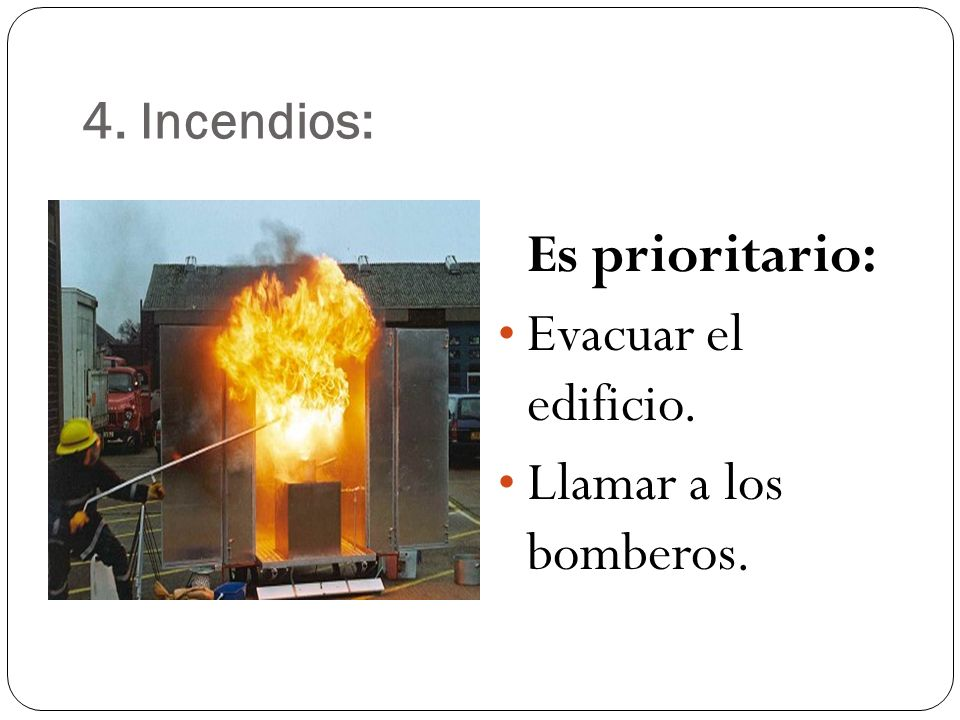 Es prioritario: Evacuar el edificio. Llamar a los bomberos.