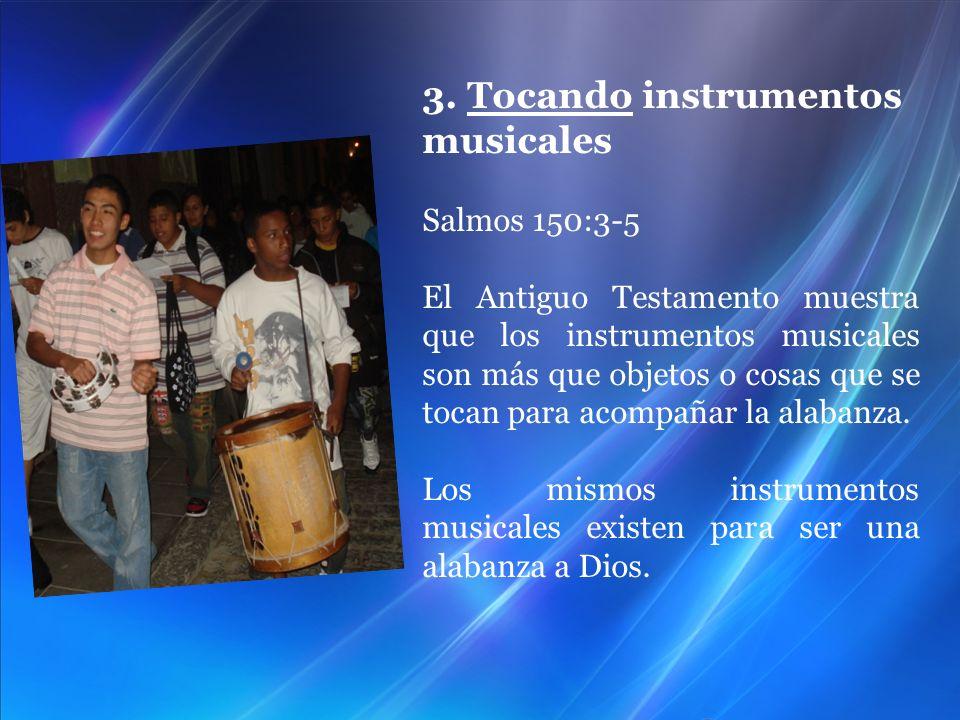 3. Tocando instrumentos musicales