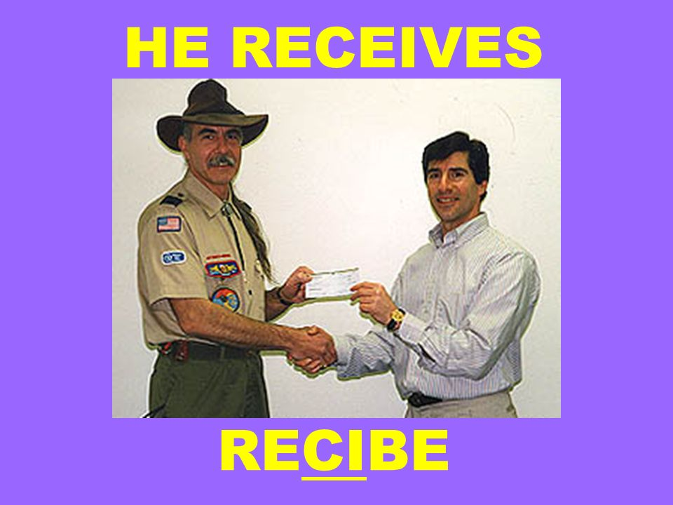 HE RECEIVES RECIBE