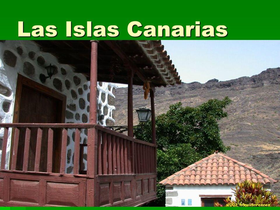 Las Islas CanariasLas casas en el sur son de estuco y tejas rojas.