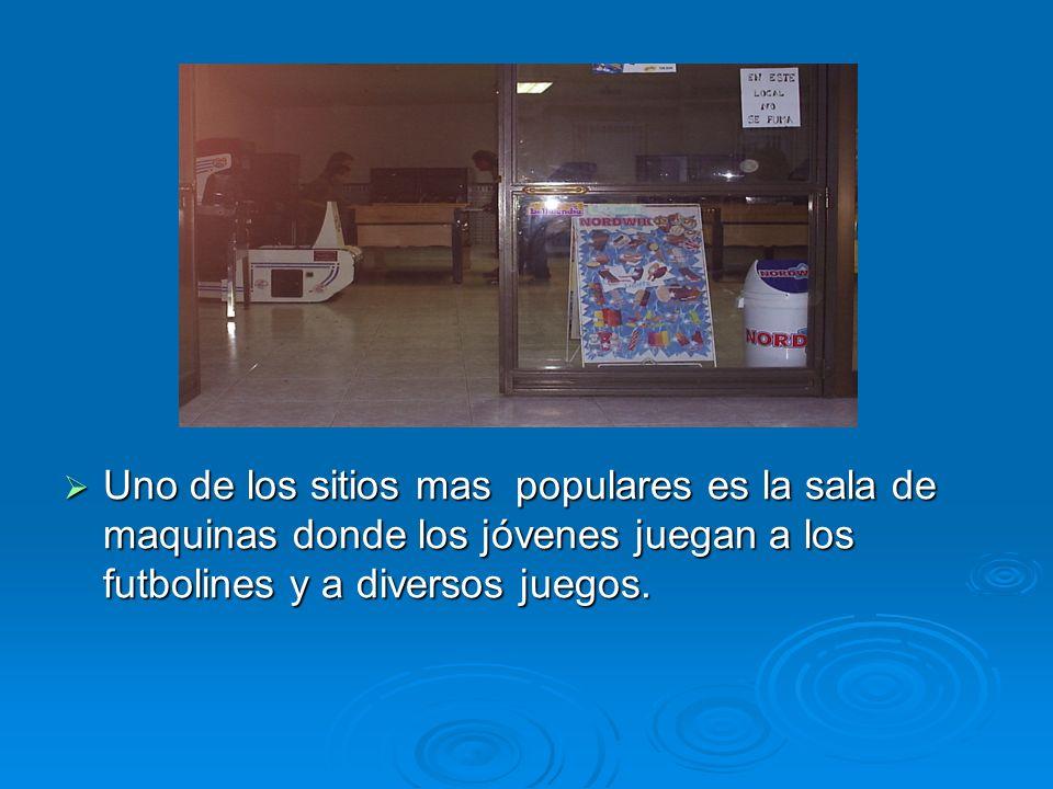 Uno de los sitios mas populares es la sala de maquinas donde los jóvenes juegan a los futbolines y a diversos juegos.