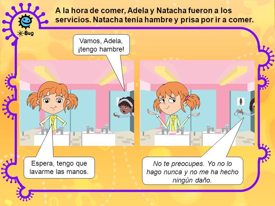 A la hora de comer, Adela y Natacha fueron a los servicios
