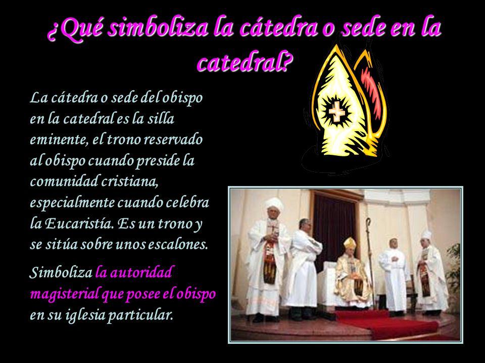 ¿Qué simboliza la cátedra o sede en la catedral