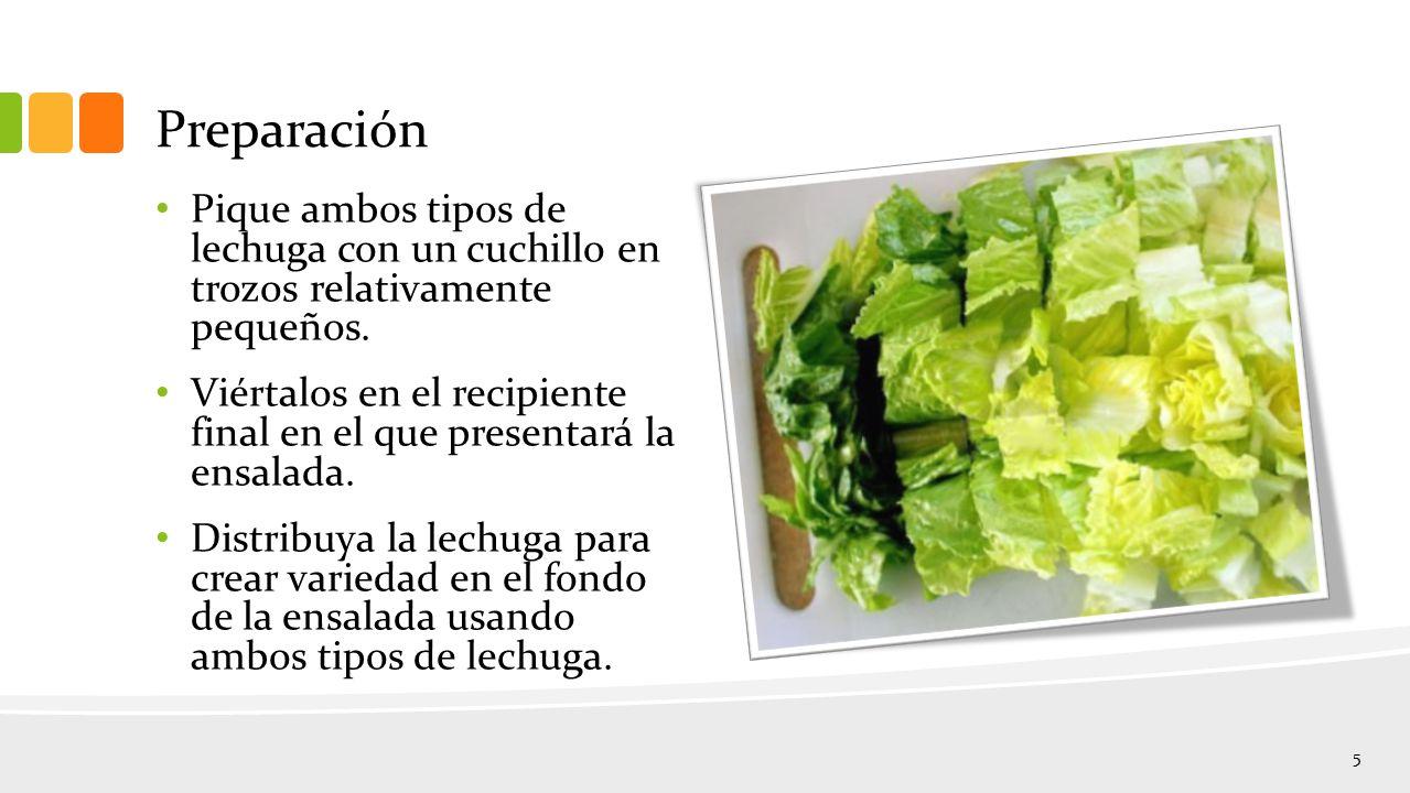 Preparación Pique ambos tipos de lechuga con un cuchillo en trozos relativamente pequeños.