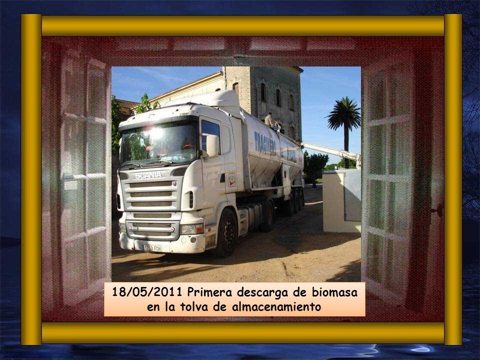 18/05/2011 Primera descarga de biomasa en la tolva de almacenamiento