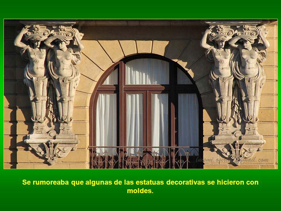 Se rumoreaba que algunas de las estatuas decorativas se hicieron con moldes.