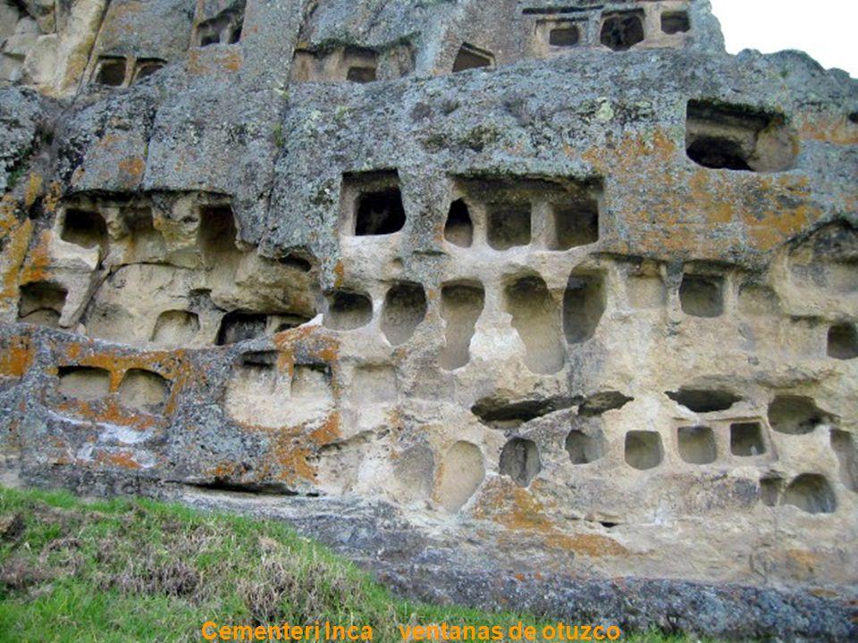 Ventanas talladas en roca