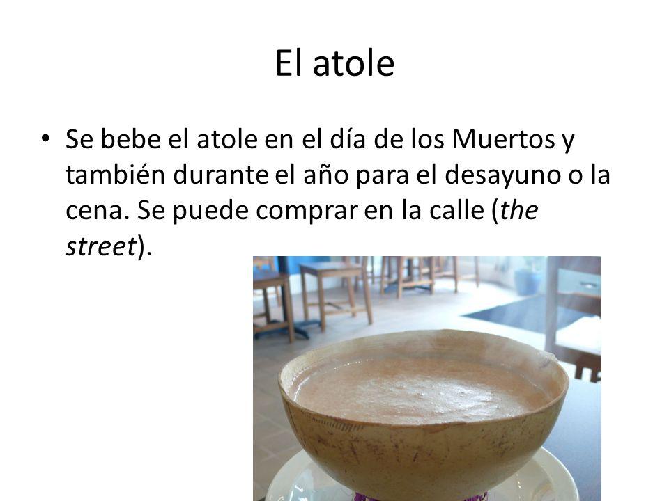 El atole Se bebe el atole en el día de los Muertos y también durante el año para el desayuno o la cena.