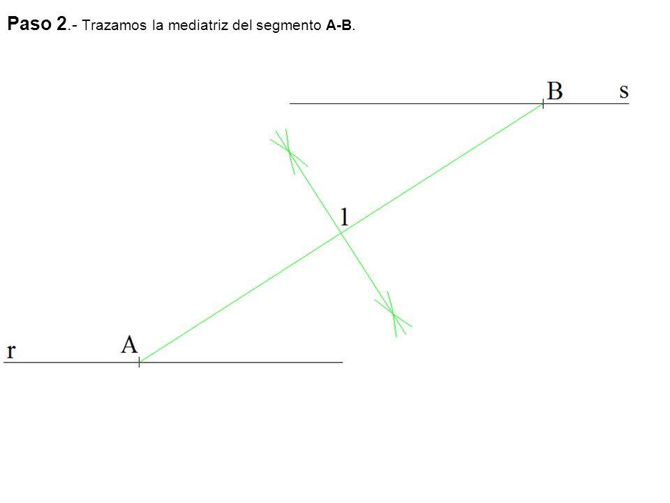 Paso 2.- Trazamos la mediatriz del segmento A-B.