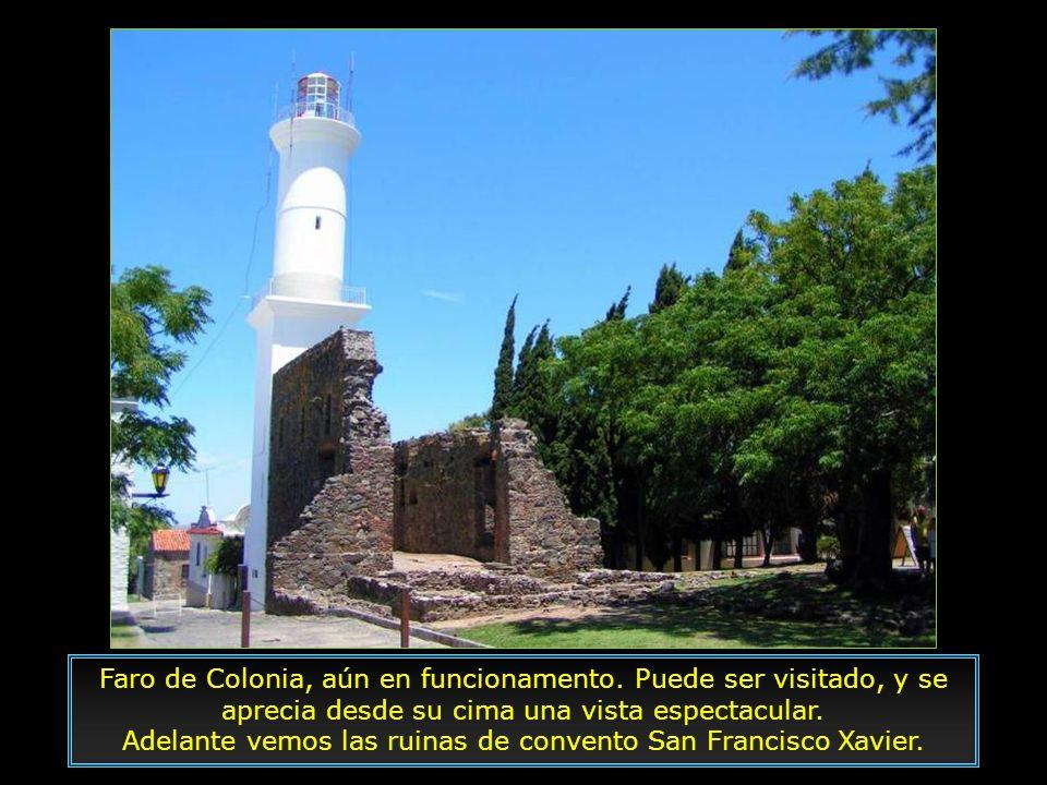 Adelante vemos las ruinas de convento San Francisco Xavier.
