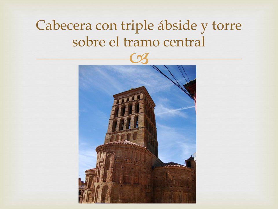 Cabecera con triple ábside y torre sobre el tramo central