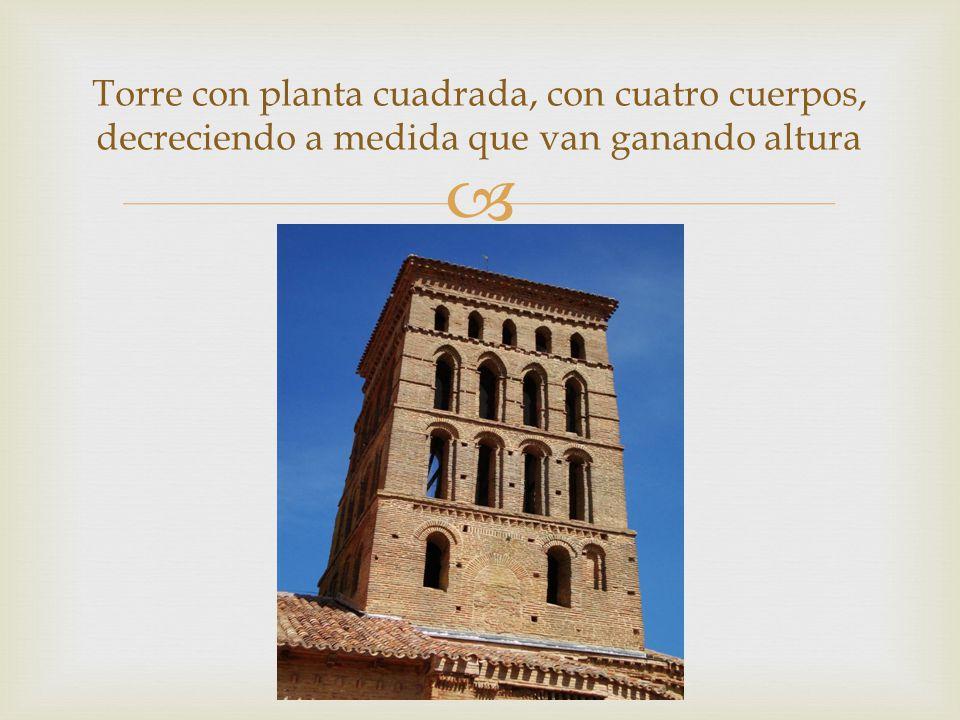 Torre con planta cuadrada, con cuatro cuerpos, decreciendo a medida que van ganando altura
