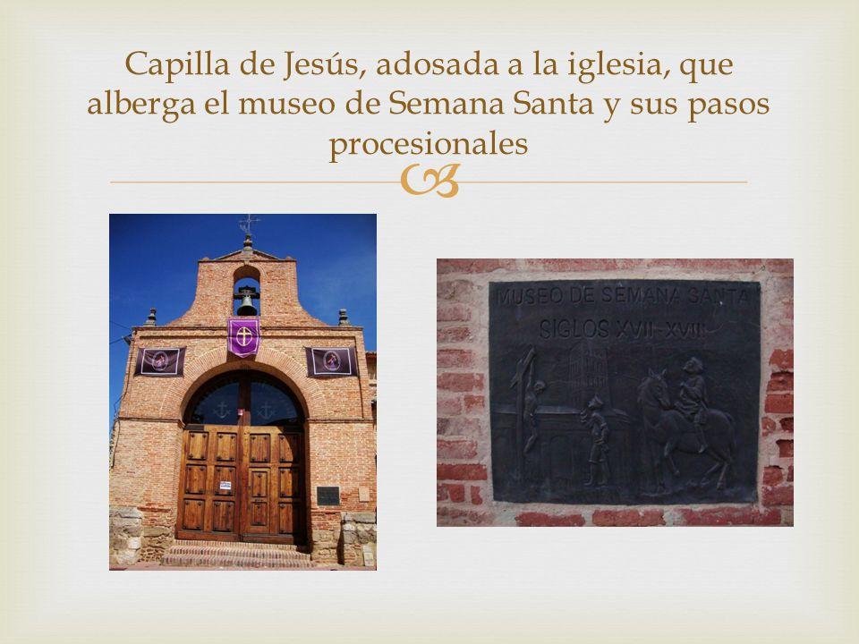 Capilla de Jesús, adosada a la iglesia, que alberga el museo de Semana Santa y sus pasos procesionales