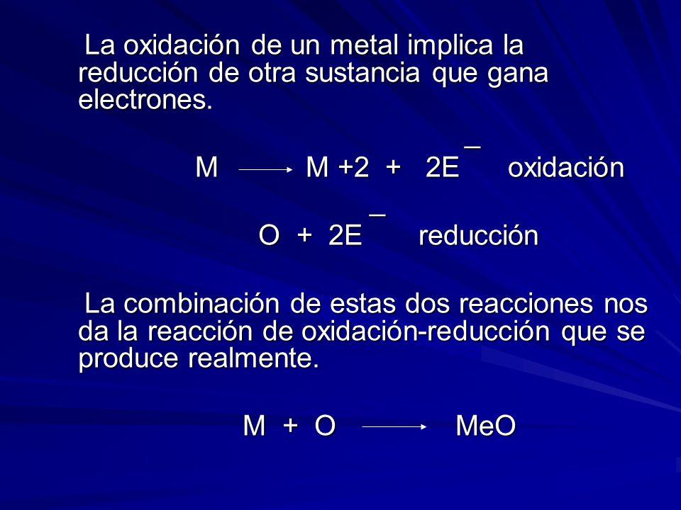 La oxidación de un metal implica la reducción de otra sustancia que gana electrones.