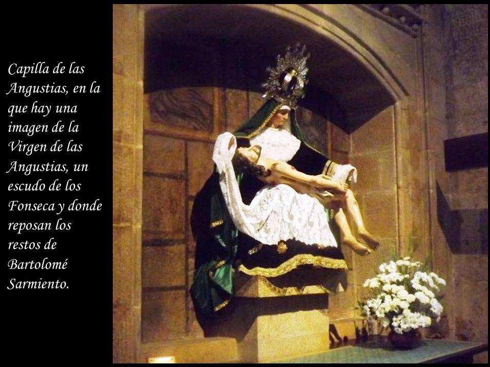 Capilla de las Angustias, en la que hay una imagen de la Virgen de las Angustias, un escudo de los Fonseca y donde reposan los restos de Bartolomé Sarmiento.