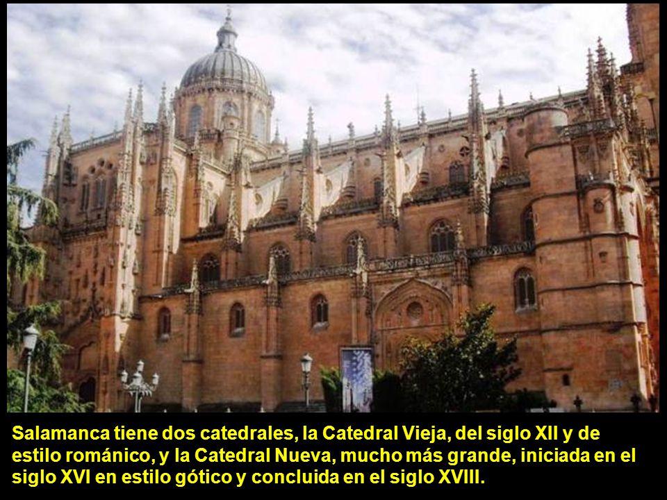 Salamanca tiene dos catedrales, la Catedral Vieja, del siglo XII y de estilo románico, y la Catedral Nueva, mucho más grande, iniciada en el siglo XVI en estilo gótico y concluida en el siglo XVIII.