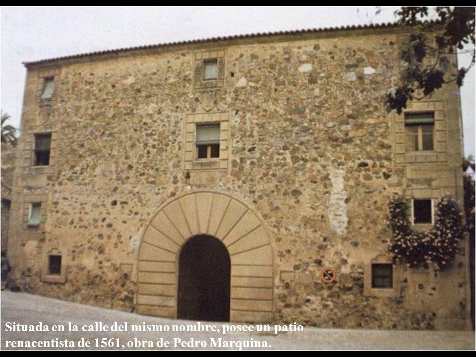 Casa de los Pereros Situada en la calle del mismo nombre, posee un patio renacentista de 1561, obra de Pedro Marquina.