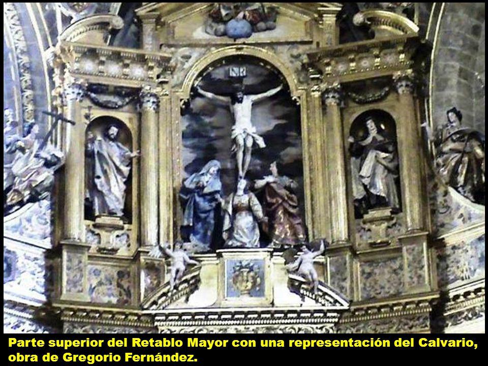 Parte superior del Retablo Mayor con una representación del Calvario, obra de Gregorio Fernández.