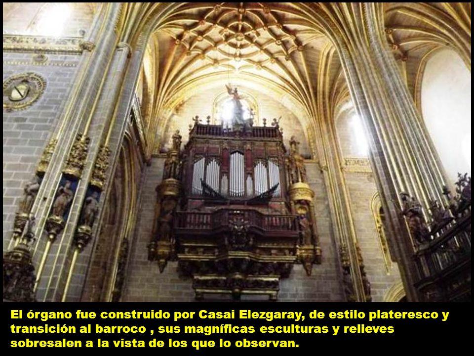 El órgano fue construido por Casai Elezgaray, de estilo plateresco y transición al barroco , sus magníficas esculturas y relieves sobresalen a la vista de los que lo observan.