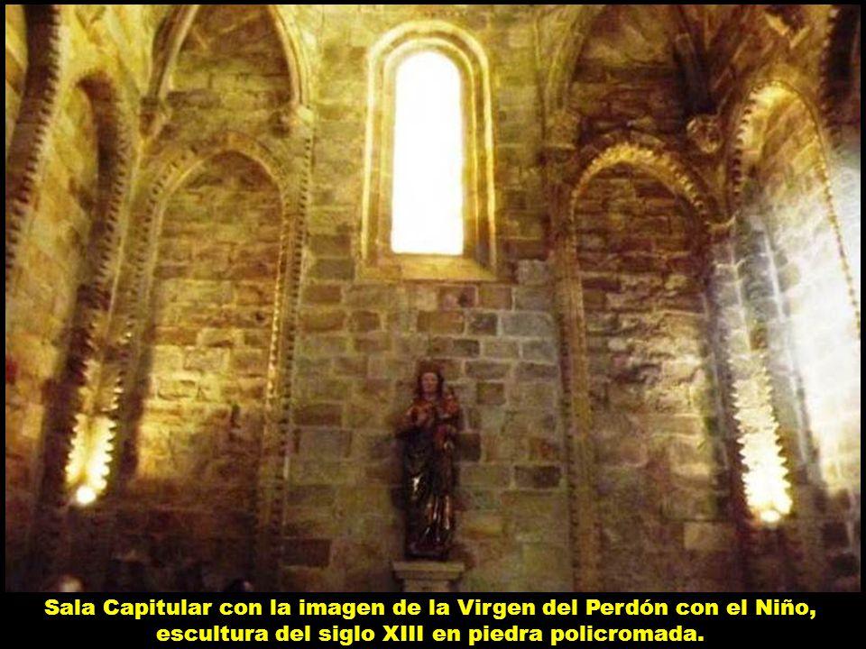 Sala Capitular con la imagen de la Virgen del Perdón con el Niño, escultura del siglo XIII en piedra policromada.