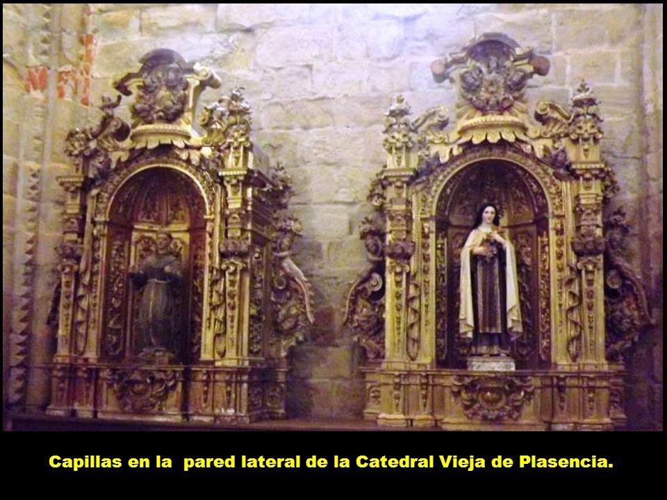 Capillas en la pared lateral de la Catedral Vieja de Plasencia.