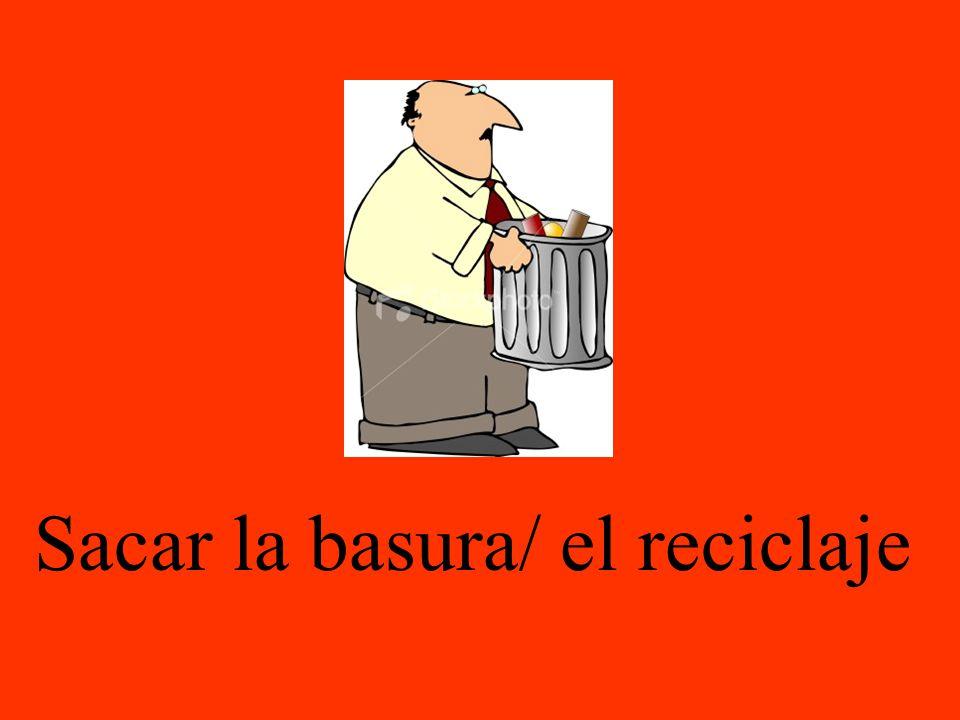 Sacar la basura/ el reciclaje