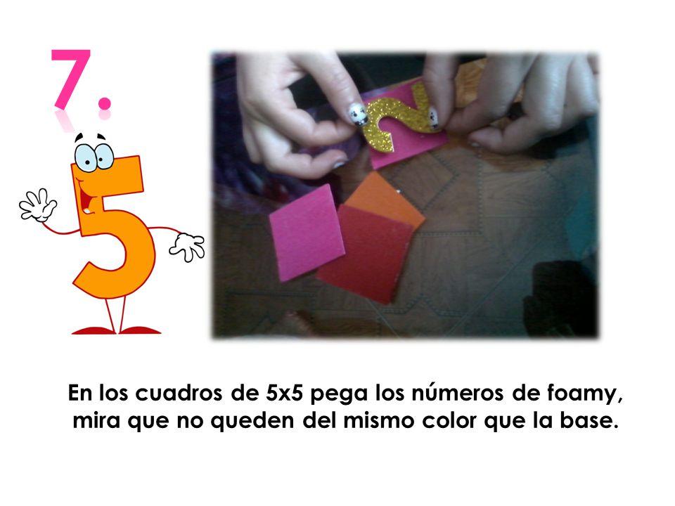 7. En los cuadros de 5x5 pega los números de foamy, mira que no queden del mismo color que la base.