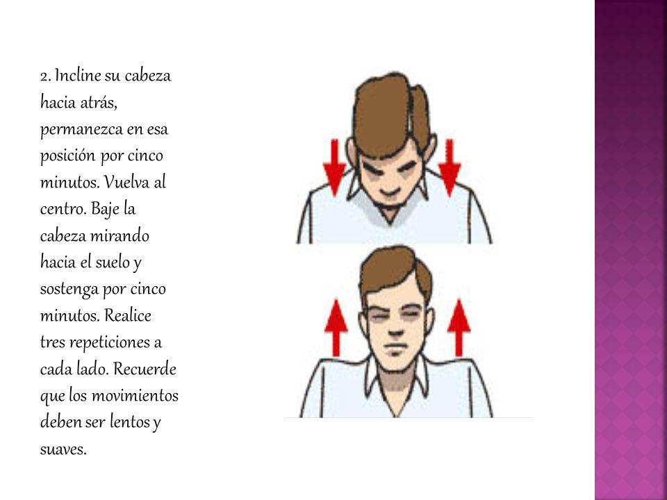 2. Incline su cabeza hacia atrás, permanezca en esa posición por cinco minutos.