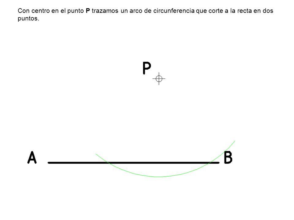 Con centro en el punto P trazamos un arco de circunferencia que corte a la recta en dos puntos.