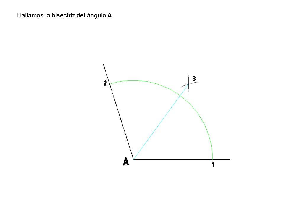 Hallamos la bisectriz del ángulo A.
