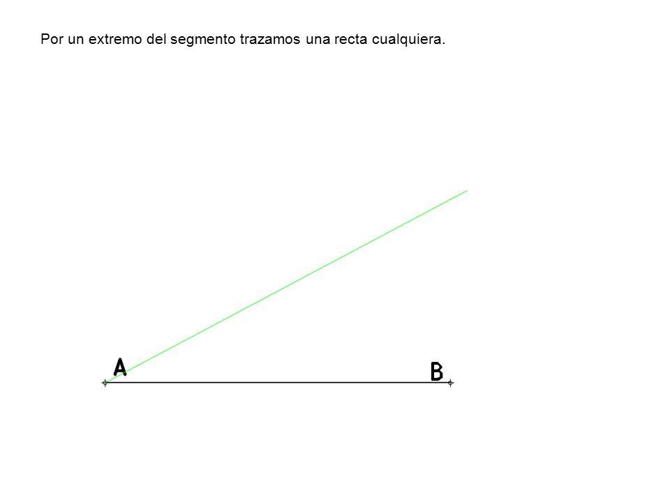 Por un extremo del segmento trazamos una recta cualquiera.