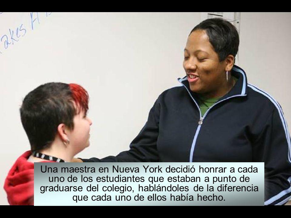 Una maestra en Nueva York decidió honrar a cada uno de los estudiantes que estaban a punto de graduarse del colegio, hablándoles de la diferencia que cada uno de ellos había hecho.