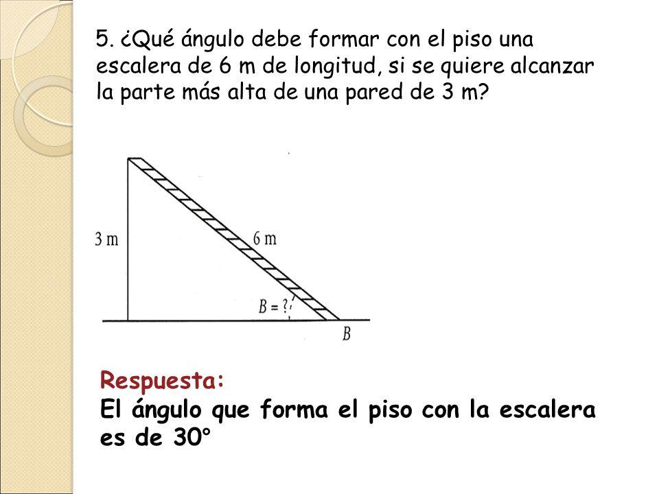 El ángulo que forma el piso con la escalera es de 30°