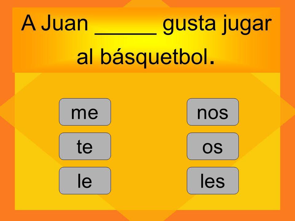 A Juan _____ gusta jugar al básquetbol.