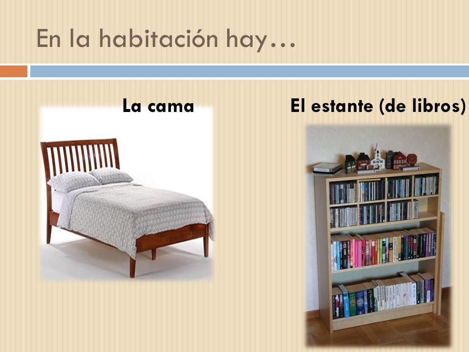 En la habitación hay… La cama El estante (de libros)