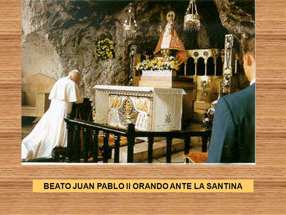 BEATO JUAN PABLO II ORANDO ANTE LA SANTINA