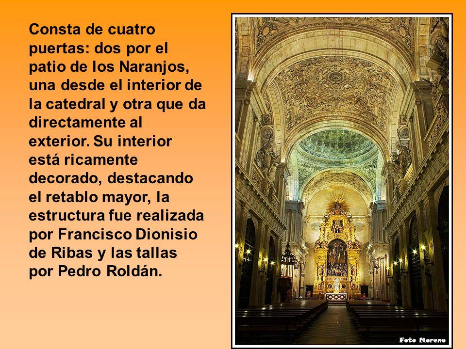 Consta de cuatro puertas: dos por el patio de los Naranjos, una desde el interior de la catedral y otra que da directamente al exterior.