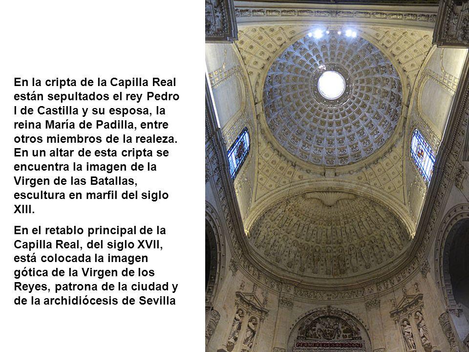 En la cripta de la Capilla Real están sepultados el rey Pedro I de Castilla y su esposa, la reina María de Padilla, entre otros miembros de la realeza. En un altar de esta cripta se encuentra la imagen de la Virgen de las Batallas, escultura en marfil del siglo XIII.