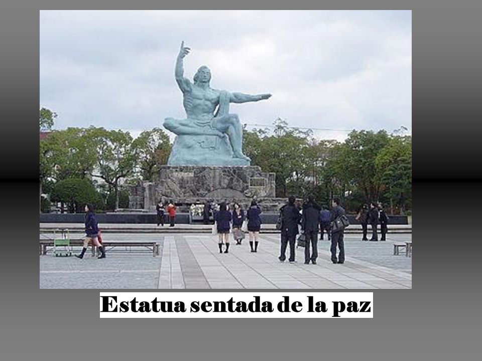 Estatua sentada de la paz