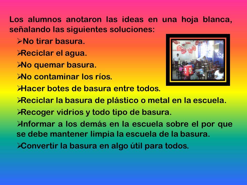 Los alumnos anotaron las ideas en una hoja blanca, señalando las siguientes soluciones: