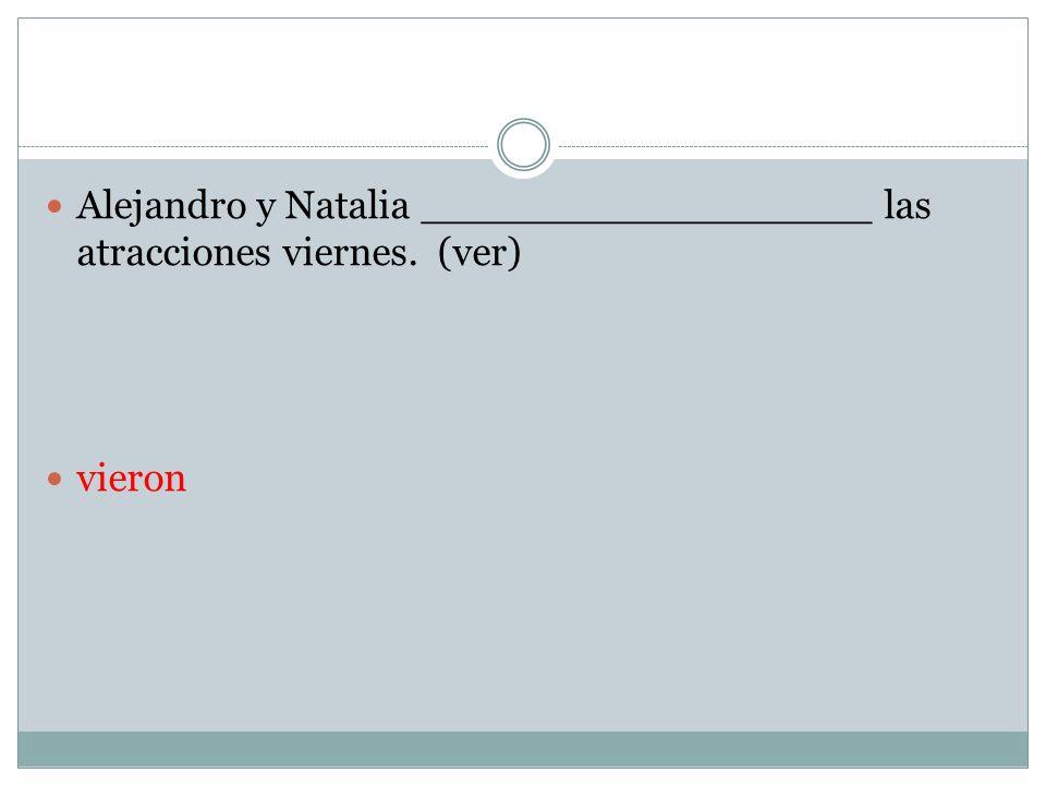 Alejandro y Natalia __________________ las atracciones viernes. (ver)