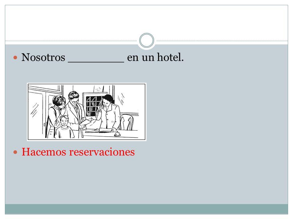 Nosotros ________ en un hotel.