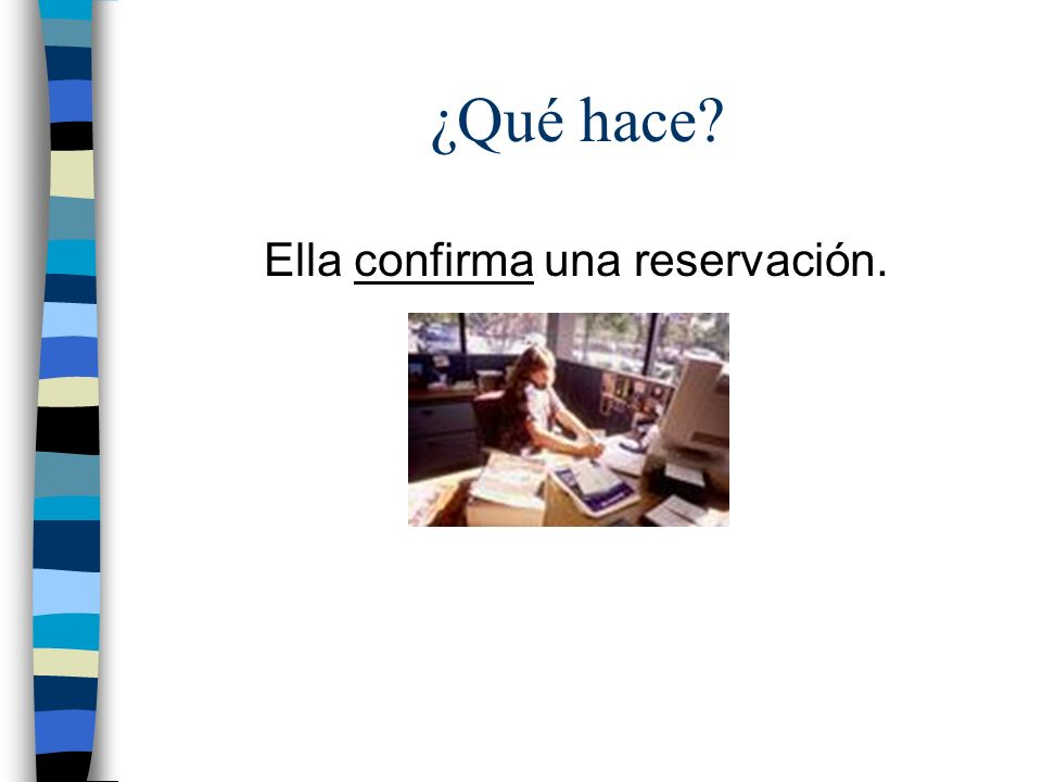 Ella confirma una reservación.