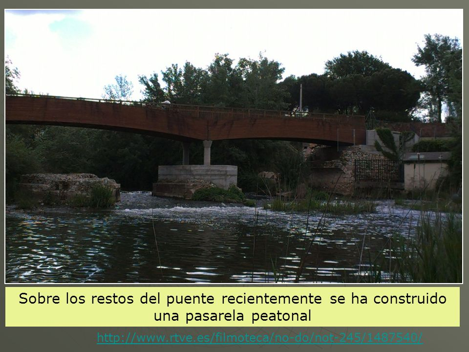 Sobre los restos del puente recientemente se ha construido una pasarela peatonal