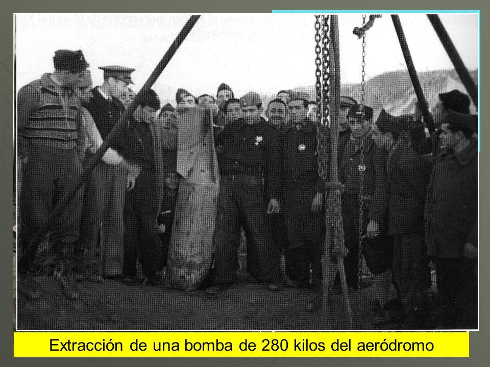 Extracción de una bomba de 280 kilos del aeródromo
