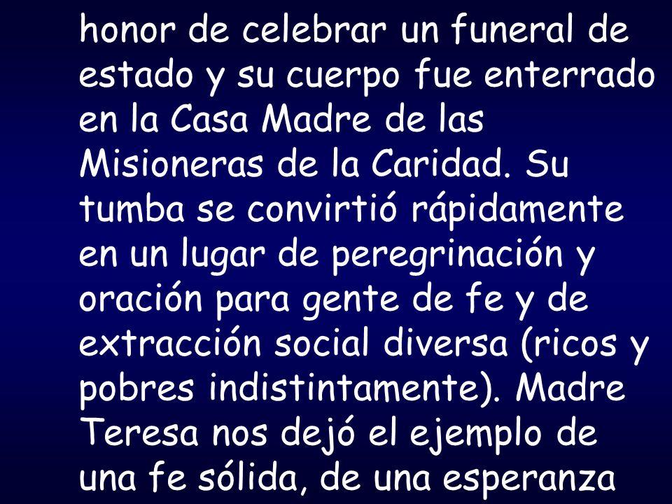 honor de celebrar un funeral de estado y su cuerpo fue enterrado en la Casa Madre de las Misioneras de la Caridad.