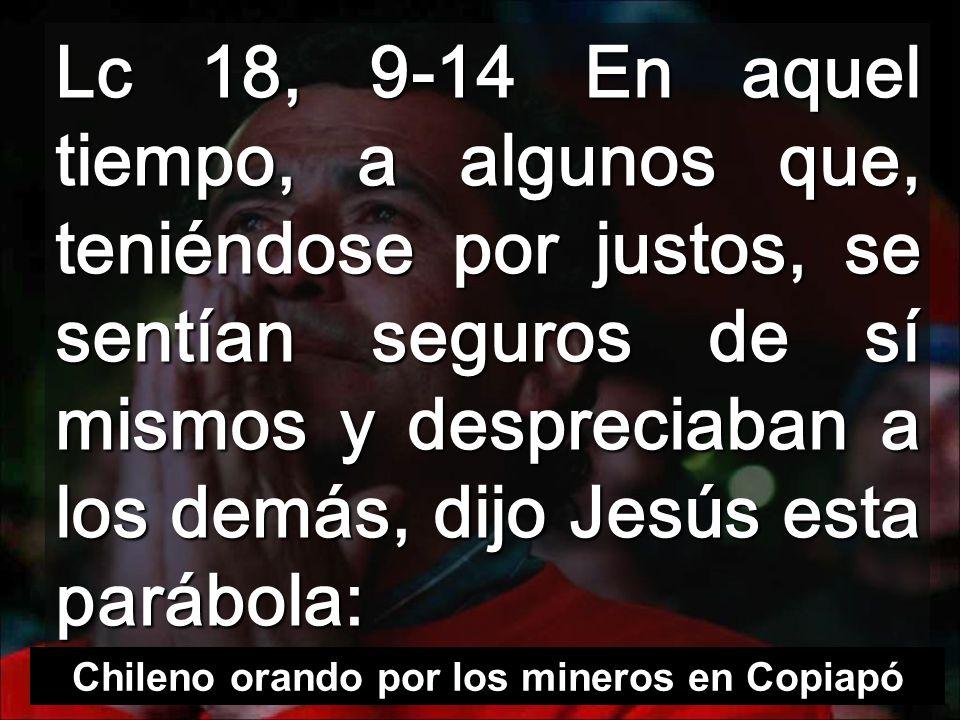 Chileno orando por los mineros en Copiapó